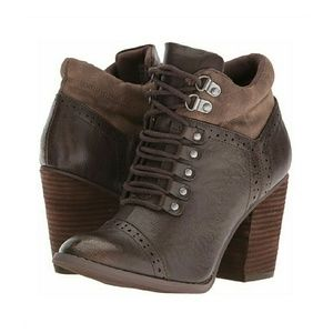 Shoes - ❤TAUPE BOOTIES❤